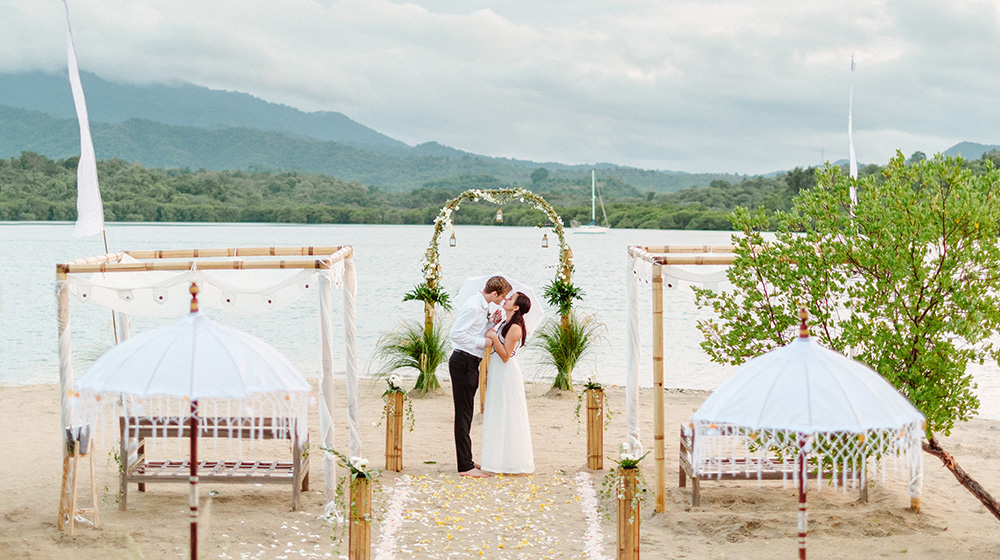 sunset beach wedding photography at the menjangan dynasty resort