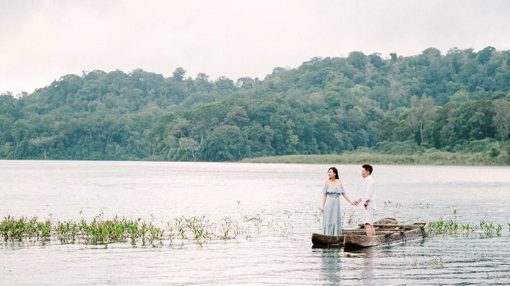bali post wedding photography at tamblingan lake