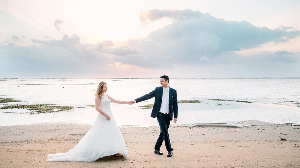 sanur beach honeymoon photo session