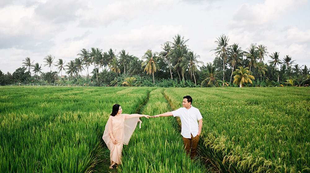 reasons to do engagement photos before your bali wedding