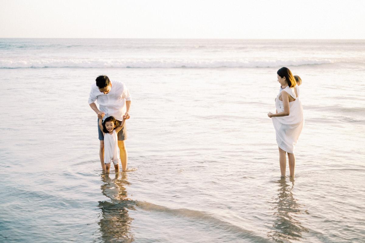 seminyak beach family photo