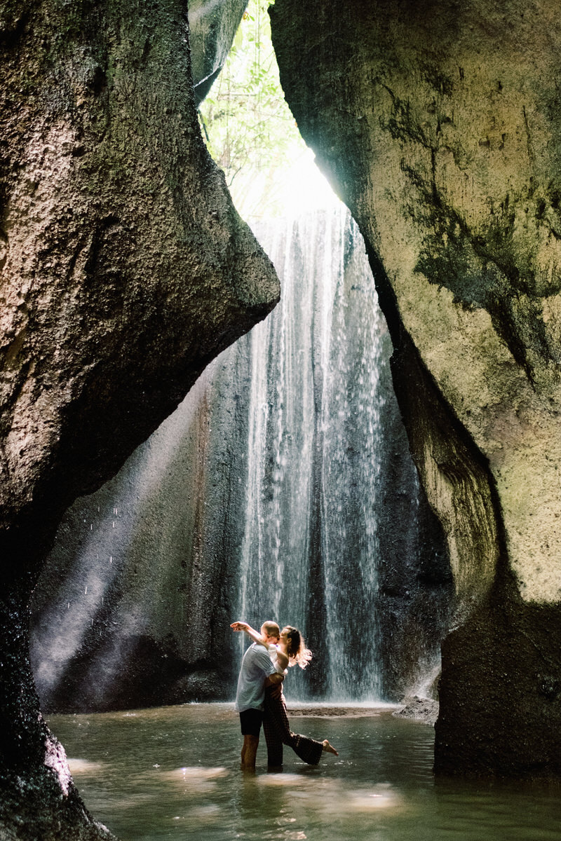 tukad cepung waterfall prewedding