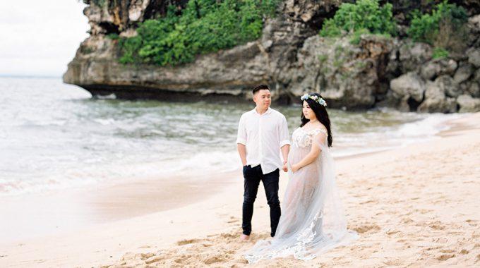beach maternity shoot in bali