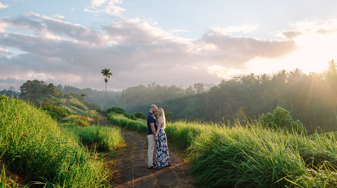 honeymoon photography at campuhan ridge walk