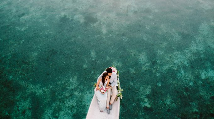 sunrise engagement photography at nusa lembongan
