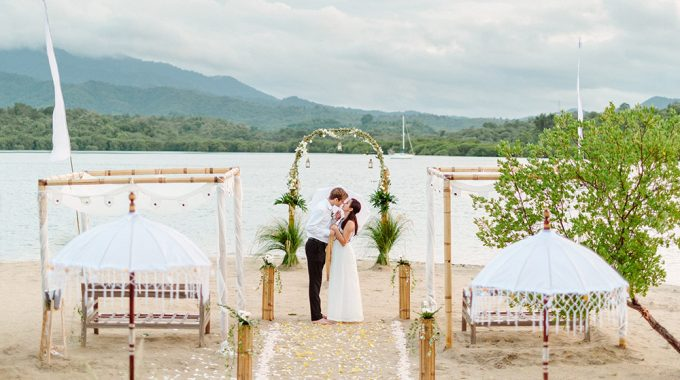 sunset beach wedding photography at the menjangan dynasty resort